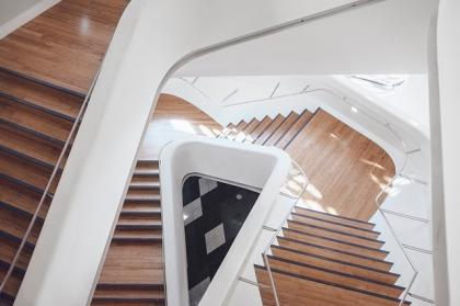 Drewniane schody strychowe - czy to dobry wybór